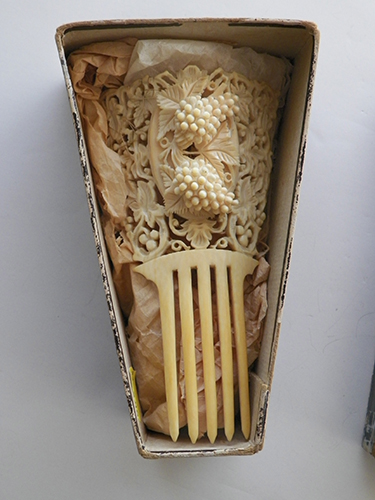 barbaraanneshaircombblog-ivory-comb-in-box